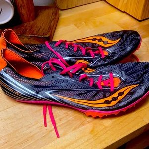 Saucony Endorphin MD4 spikes